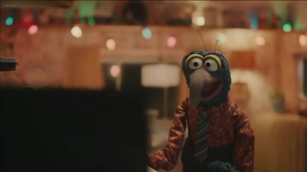 Portal from Facebook TV Commercial Ad, Sweet Gift Featuring Kermit, Gonzo.mp4