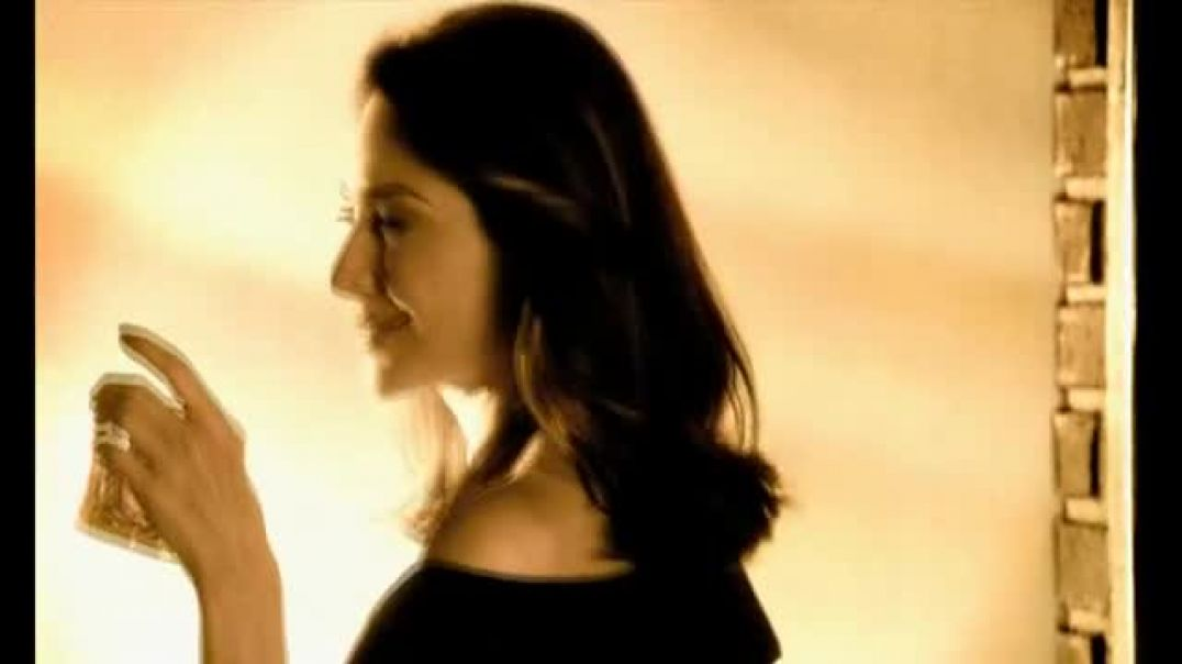 Dewars Highlander Honey TV Commercial Ad Featuring Claire Forlani.mp4