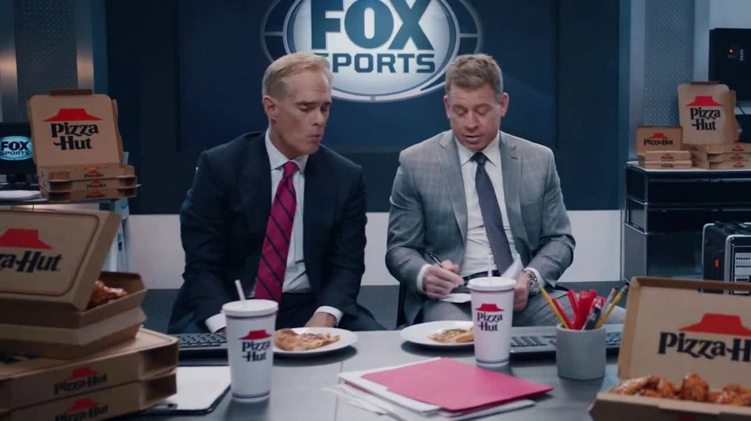 Pizza Hut Super Bowl 2020 TV Commercial Ad, Booth Party Featuring Troy Aikman, Jimmy Johnson, Roman