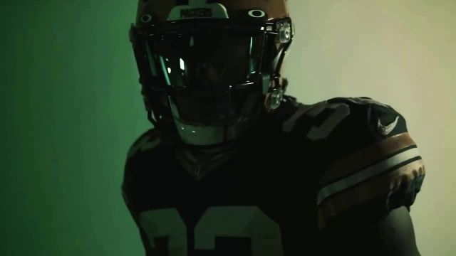 Oakley x NFL TV Commercial Ad 2020, We Shape the Future Feat JuJu SmithSchuster, Patrick Mahomes