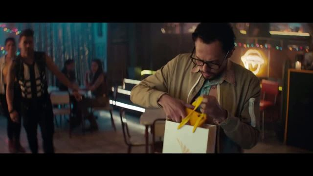 Sprint TV Commercial Ad 2020, Roadside Bar Galaxy- Galaxy S10' con Prince Royce