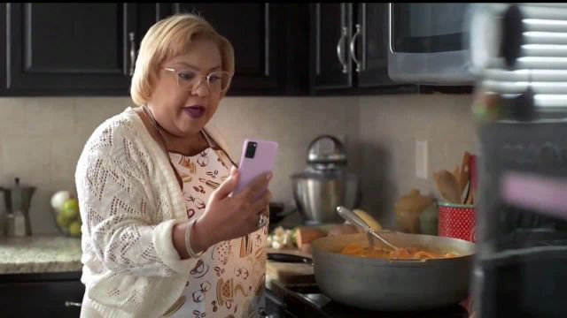 T-Mobile TV Commercial Ad 2020, Netflix on Us- Samsung Galaxy S20 FE 5G' con LeJuan Jame