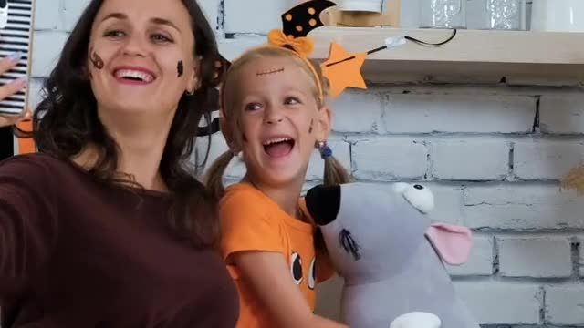 UNICEF TV Commercial Ad 2020, 2020 Virtual Trick-or-Treat