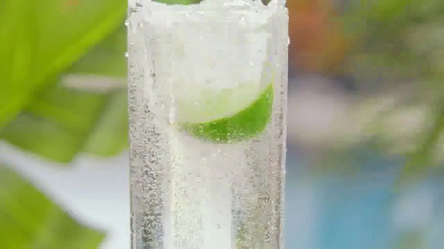 Corona Hard Seltzer Tropical Lime TV Commercial Ad 2021, Chapuzón de sabor' canción de Pete Rod