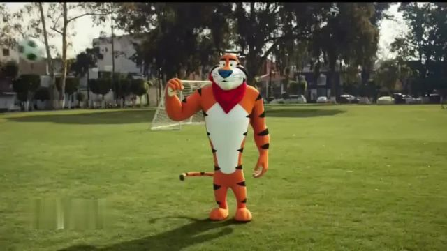 Frosted Flakes TV Commercial Ad 2021, Big Crunch