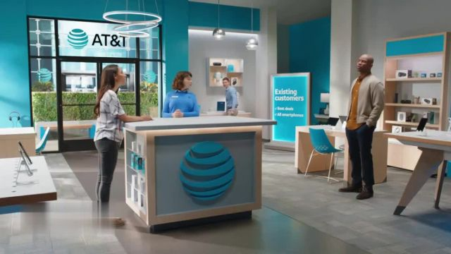 AT&T Wireless TV Commercial Ad 2021, Lily Rotating Sign + Free Samsung Galaxy S21 5G